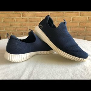 SKECHERS CASUAL SLIP ON
